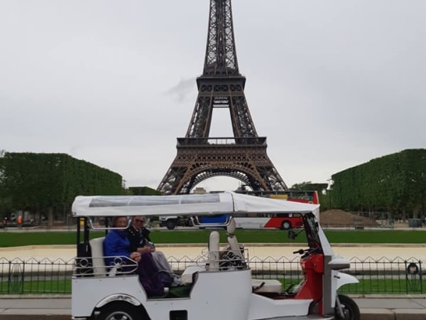 team-building-Team-Building-Tour-Questionnaire-en-TukTuk-a-Paris