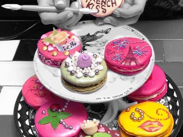 Team-Building-Cours-de-cuisine-pour-realiser-des-macarons-Haute-Couture-a-Paris