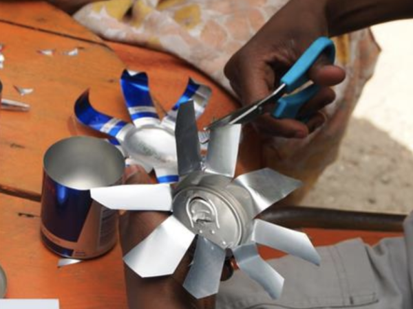 Team-Building-Atelier-creation-dobjets-a-partir-de-dechets-recyclables-a-Paris