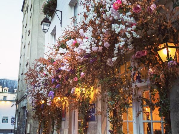 team-building-Visite-culturelle-equipe-dans-votre-entreprise-a-Paris-dans-le-Marais