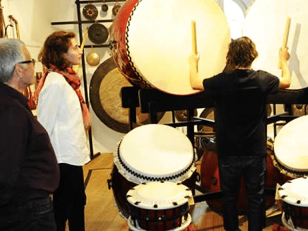 Team-Building-Visite-guidee-et-atelier-autour-de-la-musique-pour-entreprise-a-Paris