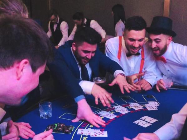 Team-Building-Animation-Jeu-Casino-pour-soirees-entreprise-a-paris-pour-soiree-entreprise-ou-seminaire-a-paris