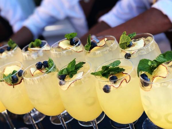 Team-Building-La-creme-du-cocktail-a-votre-service-pour-soiree-entreprise-ou-seminaire-a-paris