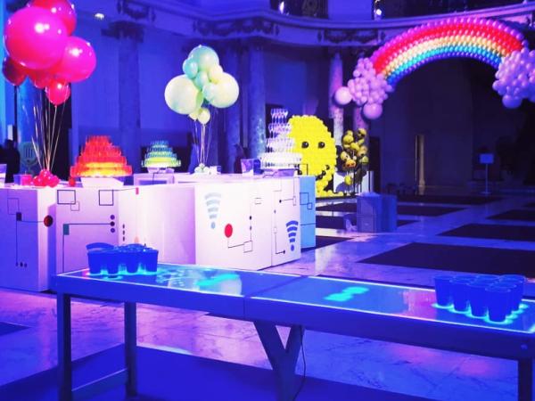 Team-Building-Une-table-digitale-pour-un-beer-pong-lumineux-pour-soiree-entreprise-ou-seminaire-a-paris