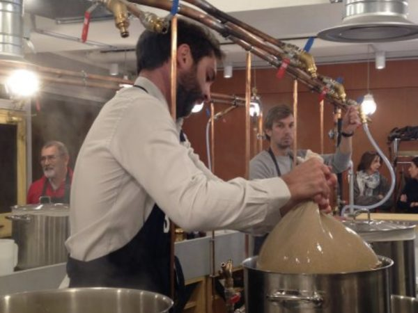 Team-Building-Team-Building-atelier-brassage-de-biere-a-Paris-entre-collegues