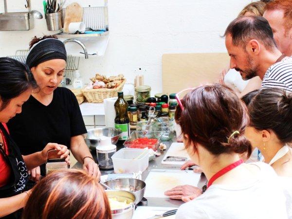 Team-Building-Atelier-cuisine-vegan-vegetarien-en-equipe-de-10-personnes-a-Paris