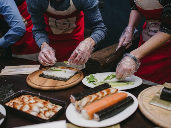 team-building-Atelier-de-cuisine-asiatique-entre-collegues-a-Paris