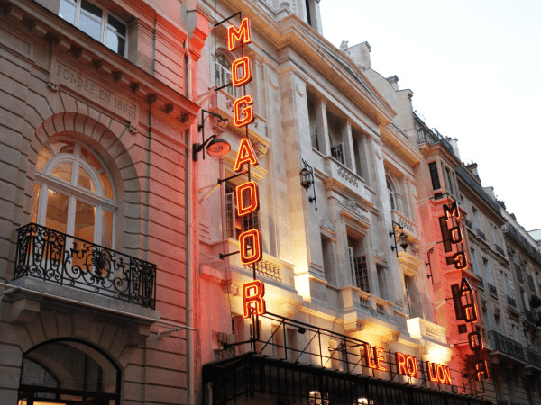 team-building-Team-Building-visite-theatre-Mogador-en-equipe-a-Paris
