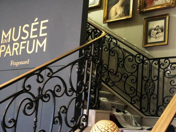 team-building-Team-Building-visite-dun-musee-en-equipe-a-Paris-pour-entreprise