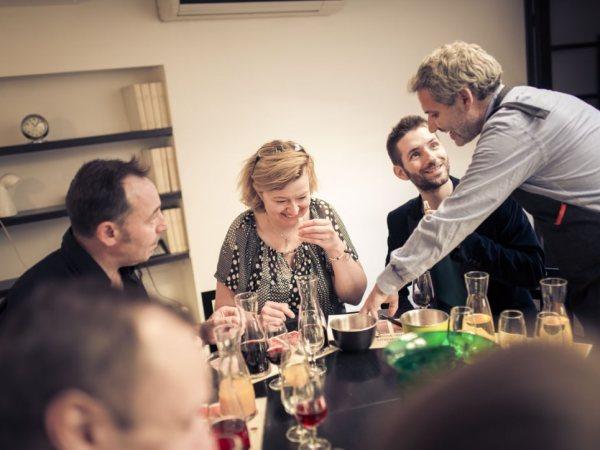 team-building-Team-Building-atelier-vini-speed-tasting-en-equipe-a-Paris