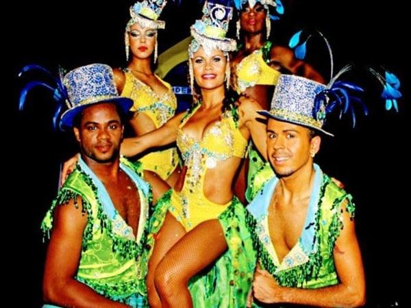 Team-Building-Spectacle-de-danse-bresilienne-pour-soiree-entreprise-Paris