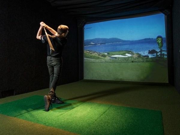 Team-Building-Animation-golf-virtuel-en-entreprise-a-Paris-entre-collegues