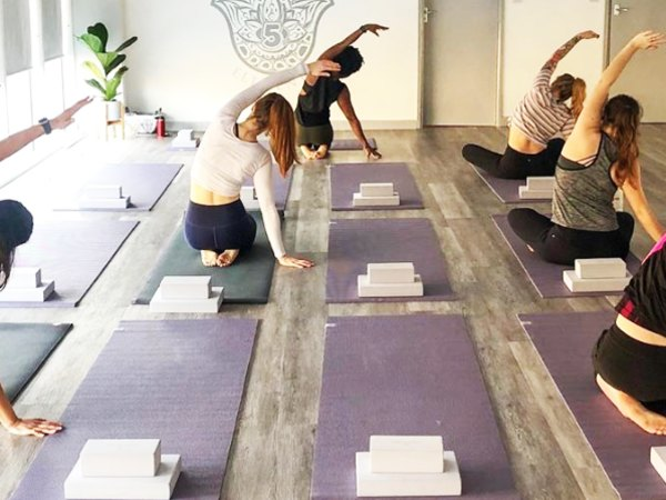 Team-Building-Team-Building-pratique-du-yoga-ou-de-la-meditation-en-equipe-a-Paris