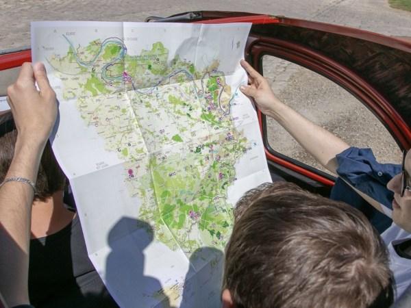 Team-Building-Team-Building-rallye-en-Vallee-de-Chevreuse-en-2CV-a-Paris