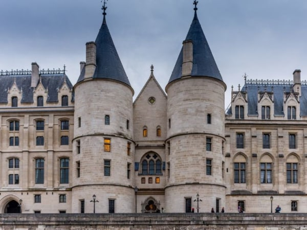 Team-Building-Team-building-visite-des-hauts-lieux-du-crime-en-equipe-a-Paris