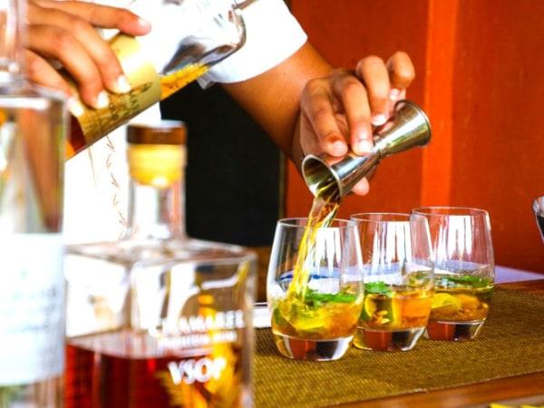 Team-Building-Team-Building-atelier-cocktail-academy-en-equipe-a-Paris