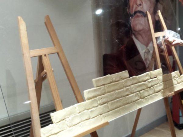 Team-Building-Animation-Decoration-ludique-dun-mur-en-chocolat-avec-toute-lequipe