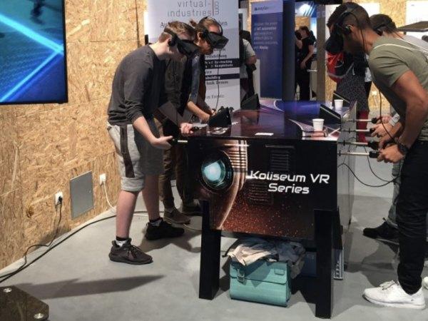 Team-Building-Une-animation-de-loisir-avec-un-casque-VR-pour-amuser-vos-invites