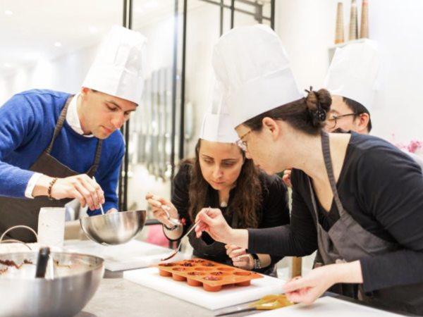 team-building-Team-Building-cours-de-patisserie-francaise-en-equipe-a-Paris