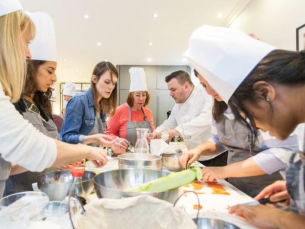 Team-Building-Team-Building-cours-de-cuisine-du-marche-en-equipe-a-Paris