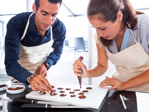 team-building-Team-Building-atelier-patisseries-au-chocolat-a-Paris