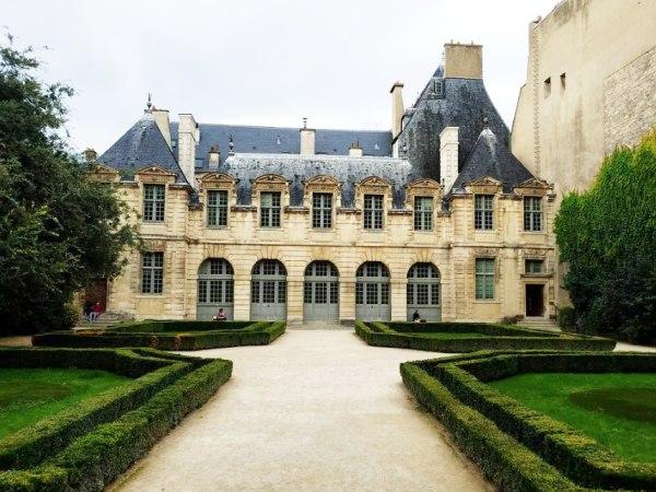 team-building-Team-Building-visite-guidee-en-equipe-de-Paris-cote-coeur