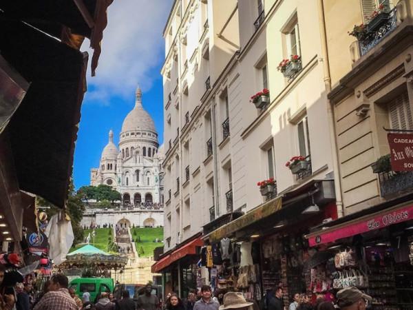 Team-Building-Team-building-visite-enquete-le-cambrioleur-de-la-butte-Montmartre-e