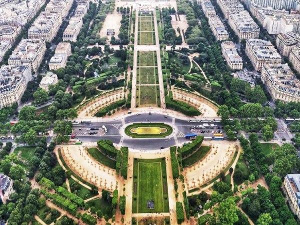 Team-Building-Team-building-Le-Champ-de-Mars-2000-ans-dhistoire-en-equipe-a-Paris