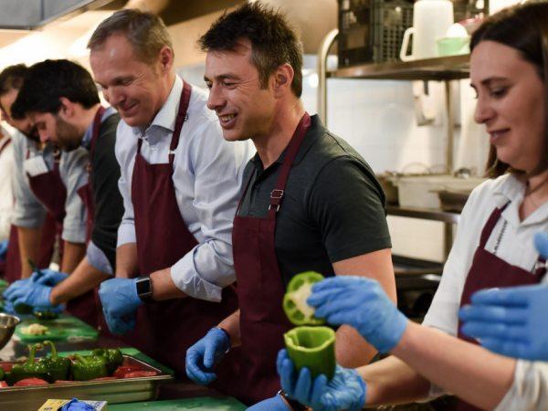 team-building-Team-building-Concours-de-cuisine-avec-des-chefs-en-situation-de-handi