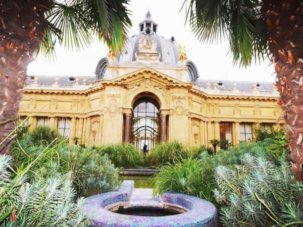 team-building-Team-building-visite-culturelle-au-Petit-Palais-avec-des-personnes-en