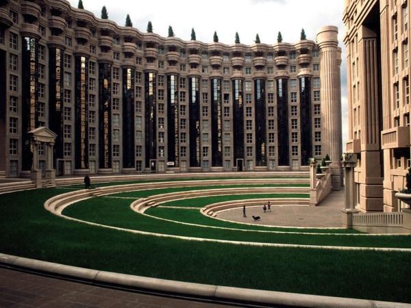 team-building-Visite-guidee-en-ligne-les-Espaces-dAbraxas-une-cite-futuriste
