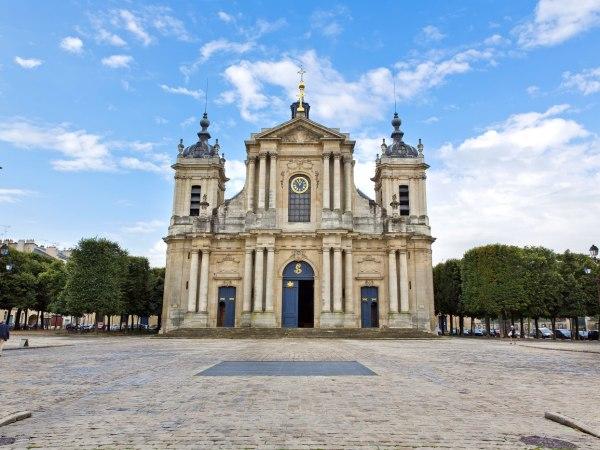 team-building-Visite-en-ligne-le-quartier-Saint-Louis-le-berceau-de-la-Revolution