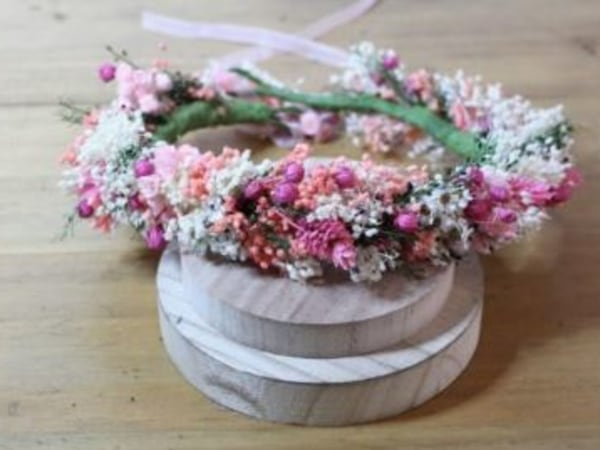team-building-Team-building-atelier-confection-de-couronne-en-fleurs-rose