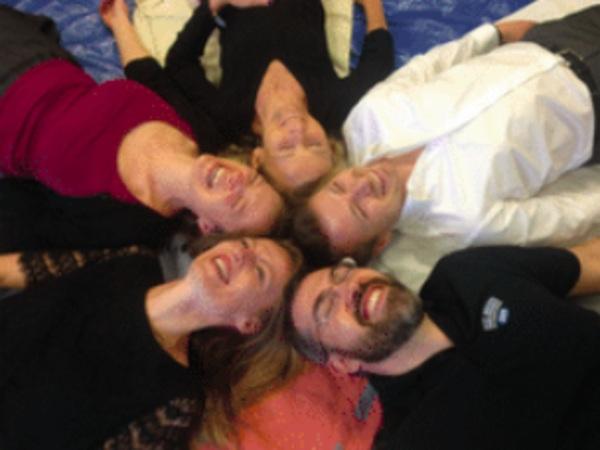 team-building-Team-building-atelier-yoga-du-rire-en-visioconference