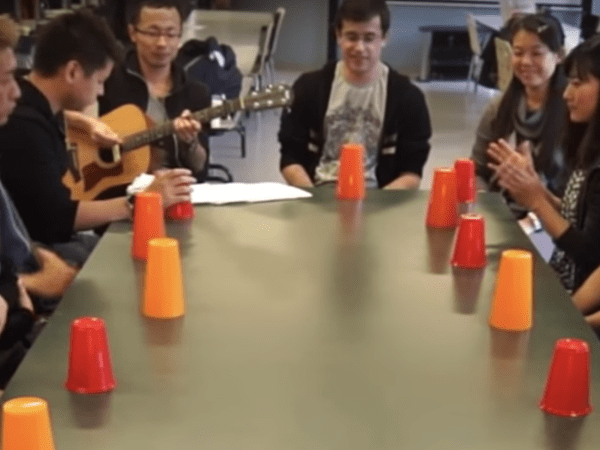 team-building-team-building-en-musique-a-paris-du-cup-song-en-equipe