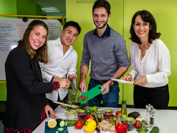 team-building-team-building-cours-de-cuisine-au-bureau-a-paris-entre-collegues