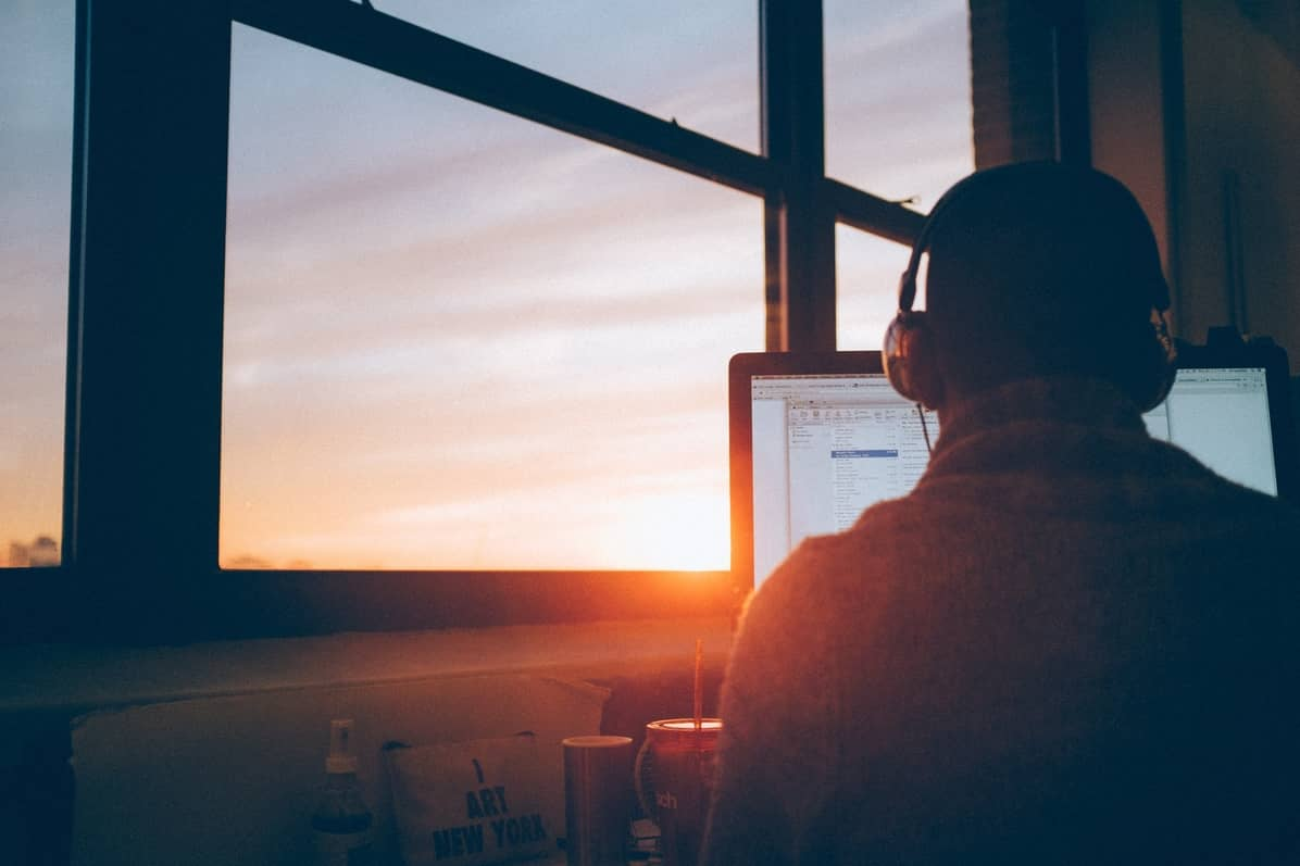 Hudba pro práci a lepší soustředění – 24 playlistů