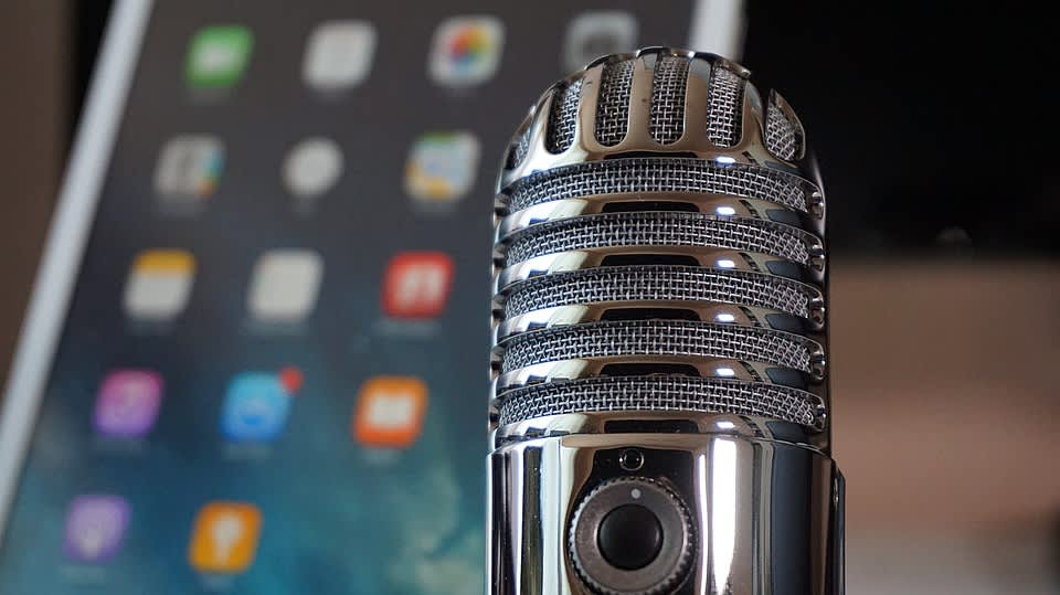 Podcasty patří mezi mé oblíbené formy obsahového marketingu. Je to nenásilná forma, která, když dobře udělaná, přináší skvělou přidanou hodnotu. V rámci B2B reklamy je to game changer.