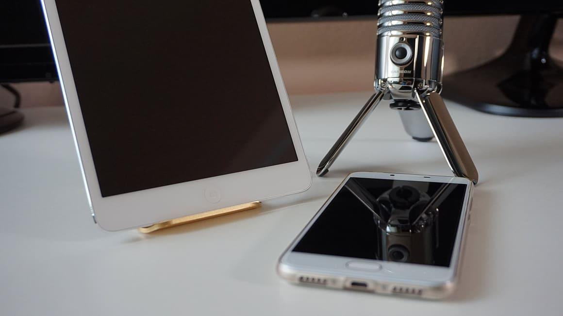 Strategie, koncept, tam to vše začíná. Pokud se rozhodnete začít s podcastem, je to jako začínat s marketingovou strategií nebo čímkoliv jiným. Je tedy důležité promyslet cílovou skupinu, jak svůj podcast uchopíte, pojmenujete. Poté se pusťte do práce.