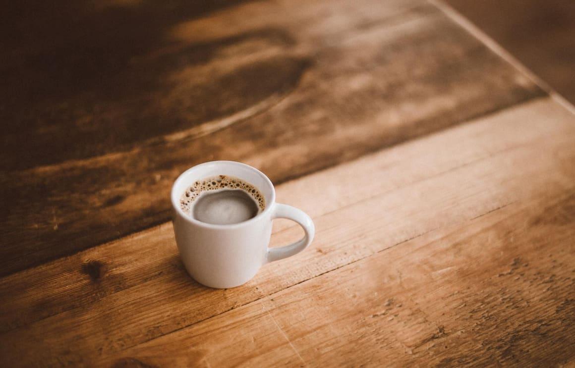 Proč spíme mi otevřela oči v práci s kofeinem. Kofein patří k mé nejoblíbenější droze, kterou používám na denní bázi a život bez ní si nedokážu moc představit. Bohužel, kofein není zrovna přítelem dobrého spánku, byť to nepociťujete.