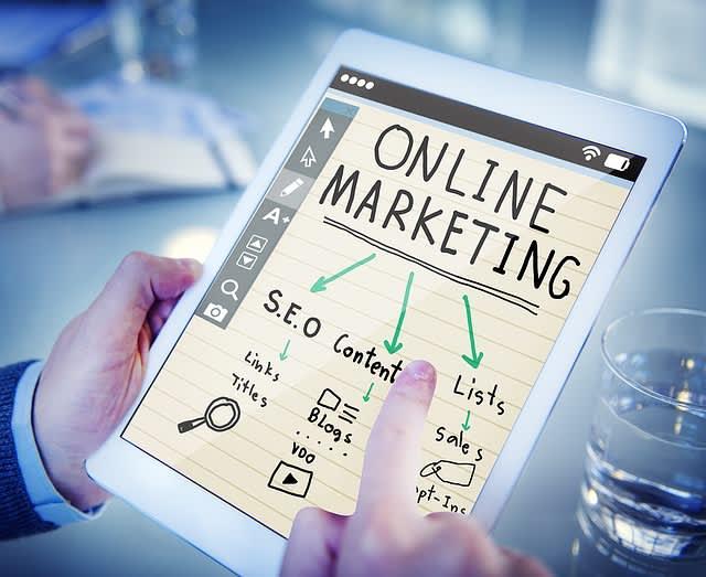 V rámci online reklamy a online marketingu je důležité zmínit, že ne vše by se mělo točit okolo prodeje. Budování značky je také důležitou součástí. Obsahový marketing může pomoct v obou těchto odvětvích.