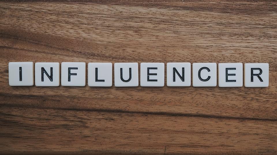 Influenceři našli další útočiště, odkud mohou svět zásobovat svým obsahem. Tiktokeři, jak se jim na TikToku přezdívá, jsou influencery na platformě TikTok.