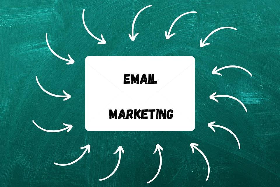 Email marketing považuji za velice efektivní nástroj a to jak v B2C reklamě, tak i B2B marketingu. Je to velice efektivní nástroj v retenční části reklamy. Dokáže efektivně budovat vztah s cílovou skupinou a stojí vás zlomek ceny co akvizice. Dejte akorát pozor na souhlasy s GDPR.