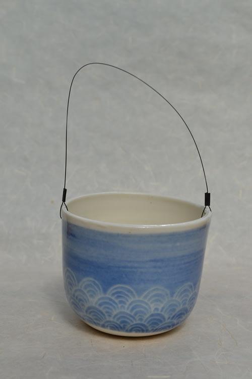 suspension bleu clair vagues
