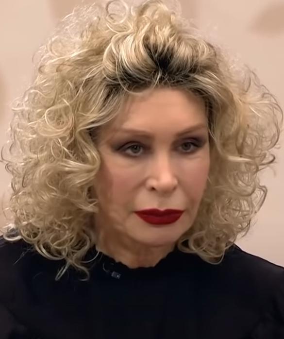 Васильева помирилась с бывшей невесткой с помощью денег