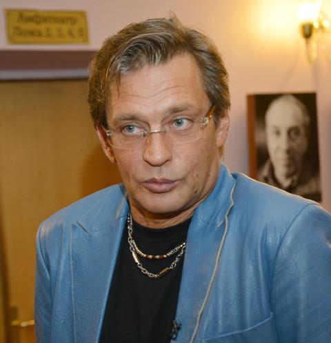 После скандала Андрей Кончаловский заменил Александра Домогарова на Гошу Куценко в своем спектакле