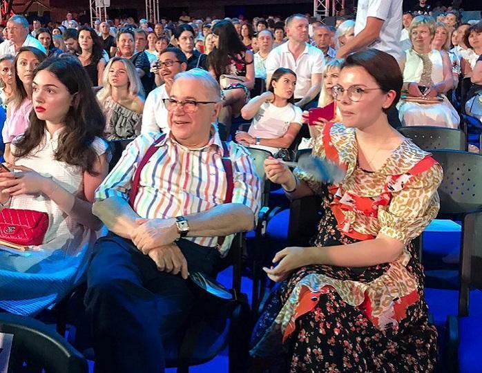 Петросян перестал скрывать, что живет с Брухуновой