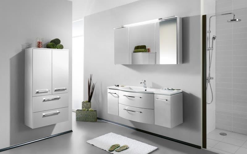 Saturn Gloss White Bathroom