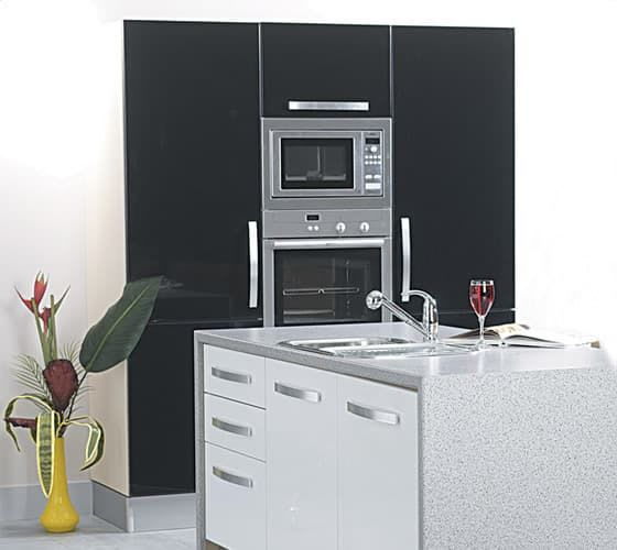 Saturn-Gloss-Black-White-Roomset1a