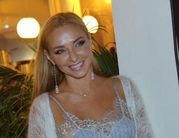 Татьяна Навка в белом платье-футляре повеселилась на вечеринке с Басковым и Пугачевой